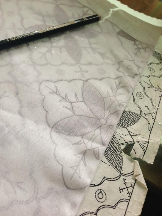Tracing Batik