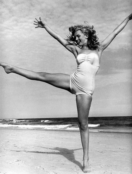Marilyn Monroe at Beach, 1949 5