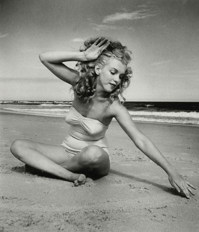 Marilyn-Monroe-beach-picture-bikini