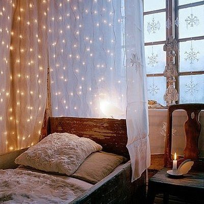 Cool-Creative-Christmas-Holiday-Lighting-Ideas-for-Canopy-Bed