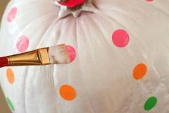 how-to-make-neon-pumpkins-for-fall-decor-4