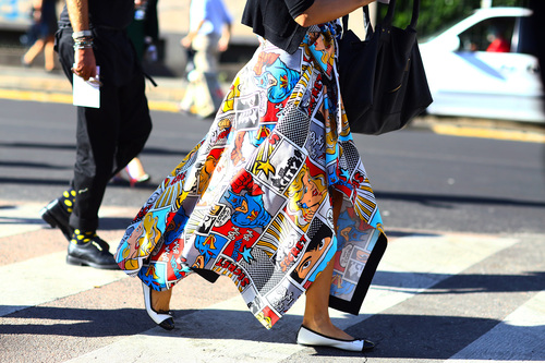 milan-fashion-week-street-style-cartoon-print-weheartit